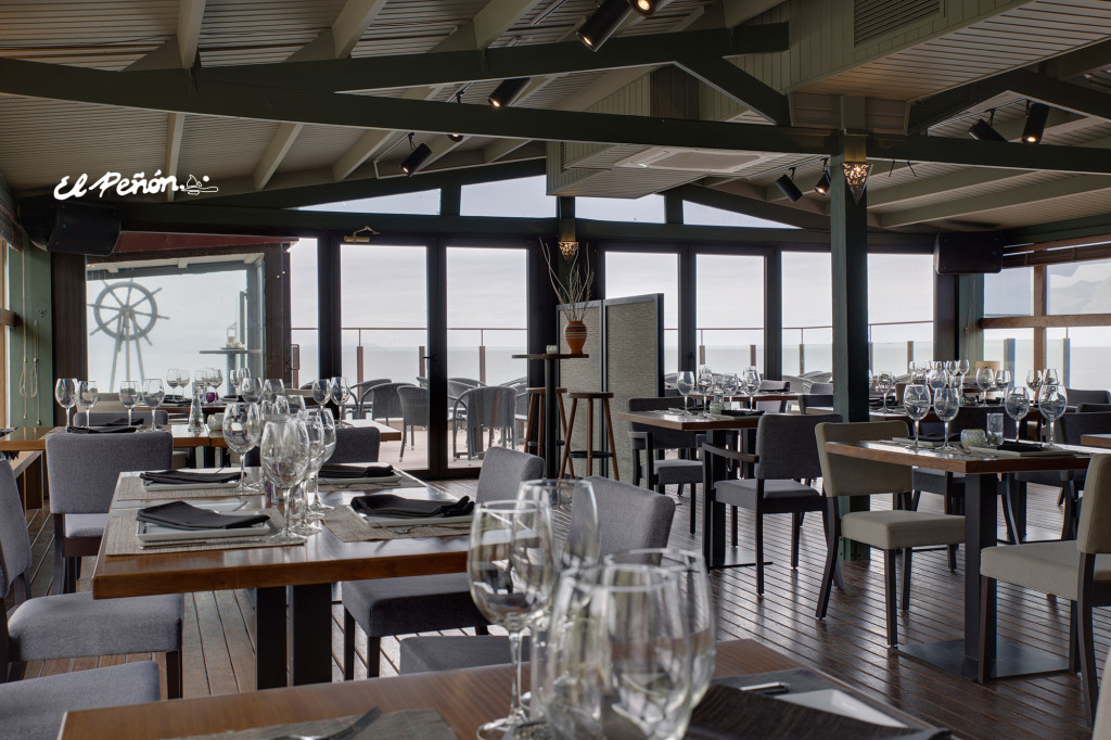 Zona restaurante, con zona interior más terraza